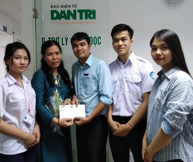 Sinh viên đại học Tôn Đức Thắng ủng hộ bé Ngọc Uyên 13 triệu đồng